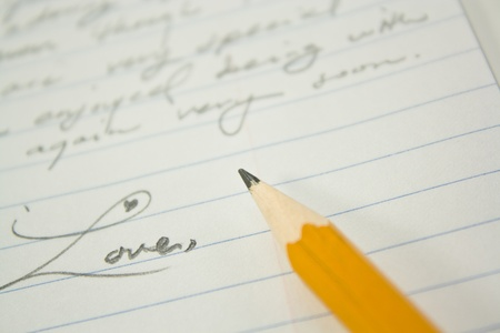 Liebesbrief mit Bleistift Standard-Bild - 10876702