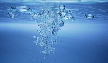 bubbles under water surface Imagens