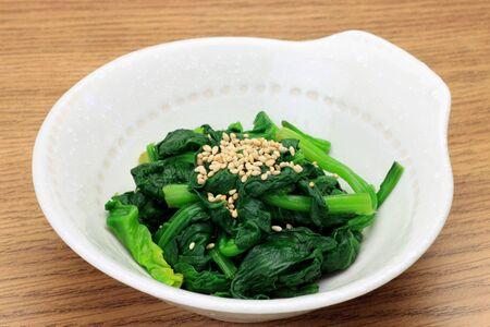 これは日本食でほうれん草の料理です。