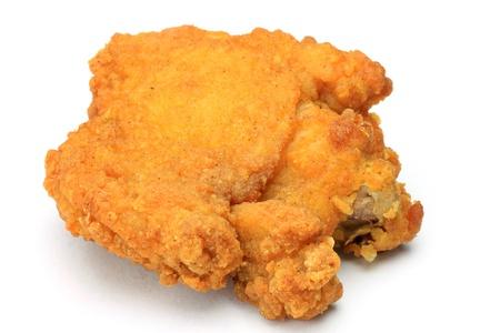 Ho preso il pollo fritto in uno sfondo bianco. Archivio Fotografico