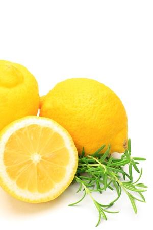 我花了檸檬和在白色背景上的迷迭香。