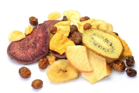 Ho preso i chip di frutta in uno sfondo bianco. Archivio Fotografico