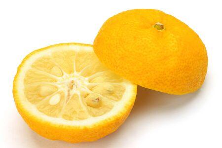 我在一個白色背景拍攝的柚子。 版權商用圖片