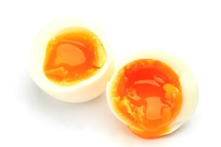 un uovo mezzo bollito