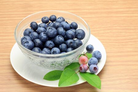 blueberries in a glass bowl 版權商用圖片