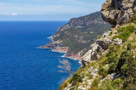 Scenic view on the coast of northern Mallorca between Bayalbufar and Andratx Banque d'images