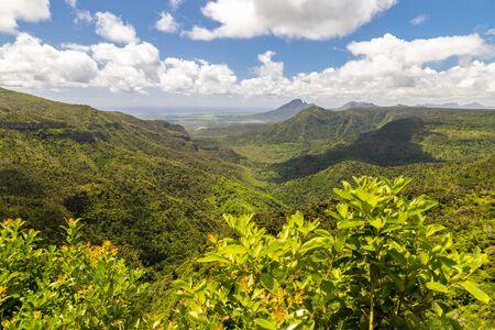 Panoramablick über die wunderschöne Landschaft bei Chamarel auf der Insel Mauritius, Indischer Ozean