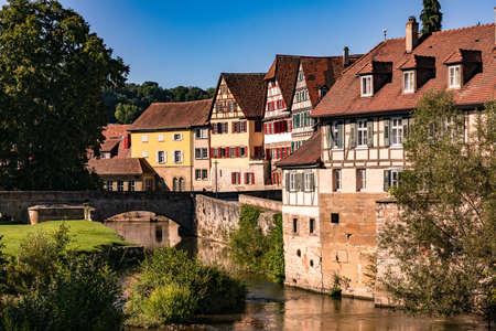 Half-timbered houses on the Steinernen Steg in the old town of Schwaebisch Hall in Germany Standard-Bild