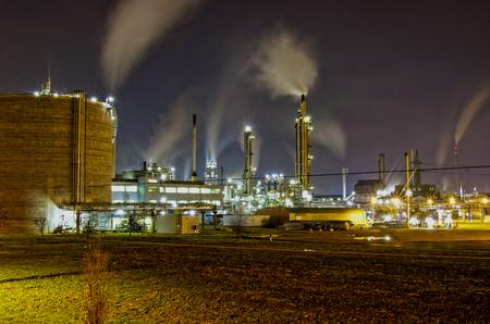 industrie: Chemische Industrie in der Nacht