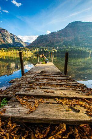 herbst: Relaxen im Herbst am See