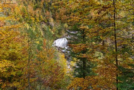 Arripas waterfall in the Ordesa y Monte Perdido National Park, in the Aragonese Pyrenees, located in Huesca, Spain. View Foto de archivo