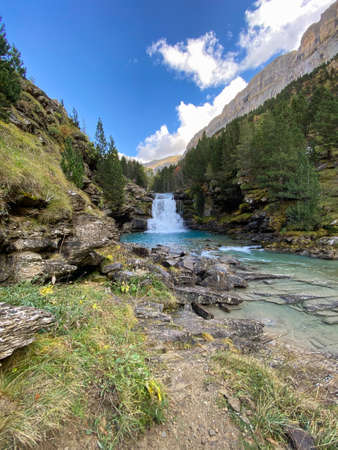 views of mountains, forests, waterfalls and natural pools in the Ordesa y Monte Perdido National Park, located in the Aragonese Pyrenees. in the province of Huesca, Spain. landscape Foto de archivo