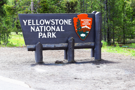 Welcome sign in Yellowstone National Park