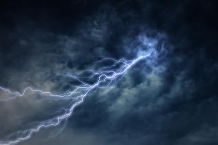 rayo electrico: rayo durante una tormenta eléctrica