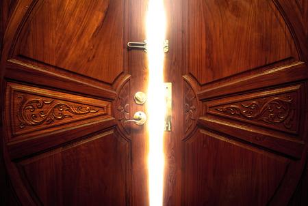puerta: luz de la puerta abierta Foto de archivo