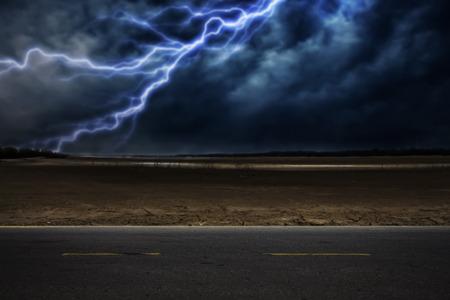 The path through the desert storm Stockfoto