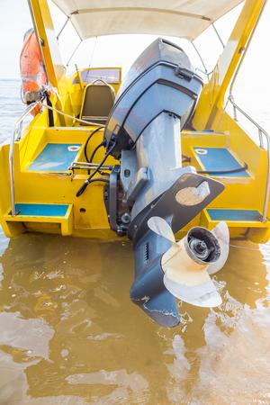 motor de carro: barco de hélice