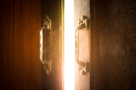 gulp: Door light to shake