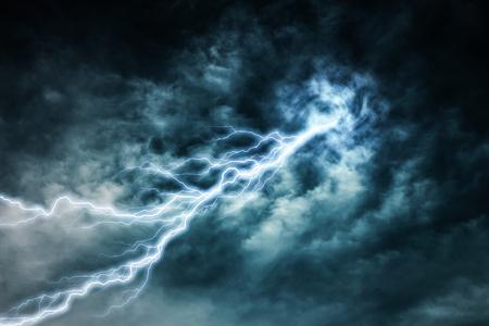 streak lightning: lightning strike during an electrical storm