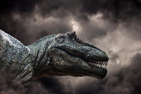 폭풍우에 Tyrannosaurus 렉스 스톡 콘텐츠