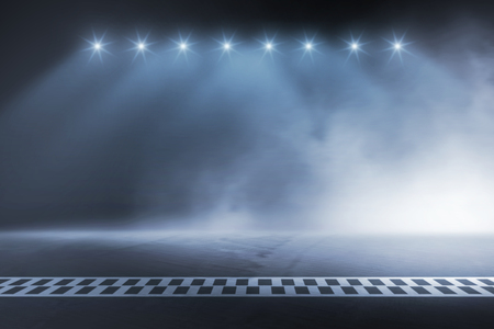 Rennstrecken-Ziellinienrennen in der Nacht Standard-Bild