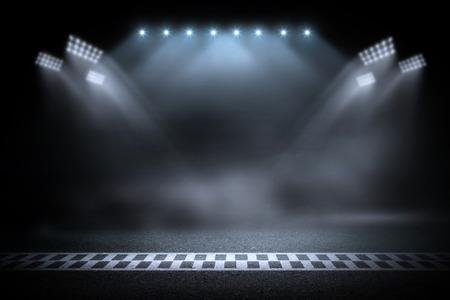 Línea de meta de la pista de carreras en la noche