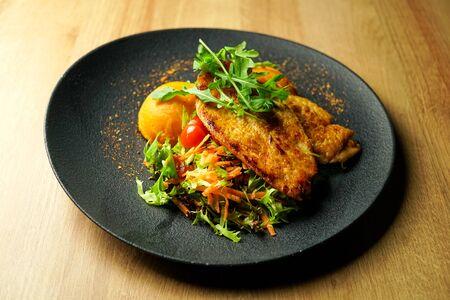 Chicken dish on a restaurant table Zdjęcie Seryjne