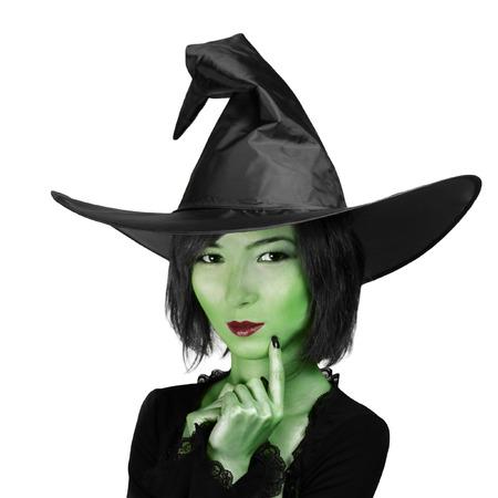 czarownica: Halloween. Piękna czarownica w kapeluszu na białym tle. Zdjęcie Seryjne