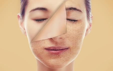 Portret van een vrouw met een nieuwe soepele huid na peeling, huidverzorgingsconcept Stockfoto