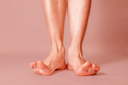 splayed: Healthy female feet with splayed fingers on pink