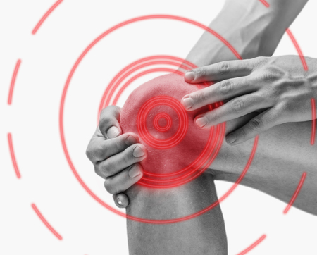 Acute pain in a knee joint, side view. Monochrome image, isolated on a white background. Pain area of red color. Archivio Fotografico
