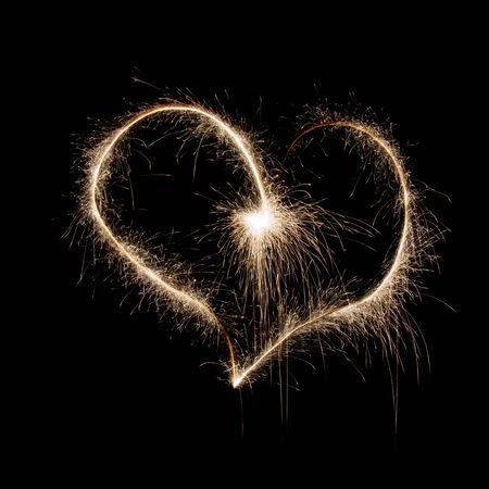 Heart shape made of sparkles on black background on holiday Foto de archivo - 128322550