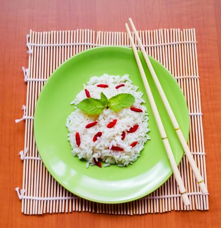 Rice with red asian berries goji. Top view Imagens