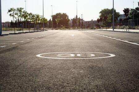空駐車場、公共の公園で屋外駐車レーン