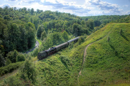 Hermoso paisaje monta�oso con un antiguo tren de vapor retro  Foto de archivo - 5633835