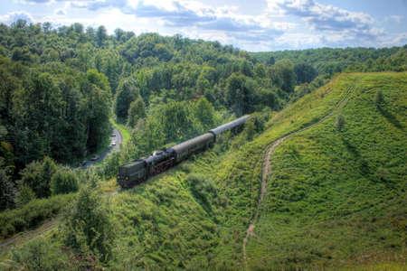Hermoso paisaje montañoso con un antiguo tren de vapor retro  Foto de archivo - 5633835