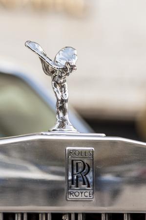 éxtasis: Primer plano de espíritu del éxtasis en un Rolls Royce. Editorial