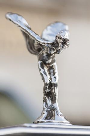 éxtasis: Close-up on Spirit of Ecstasy on a Rolls Royce.