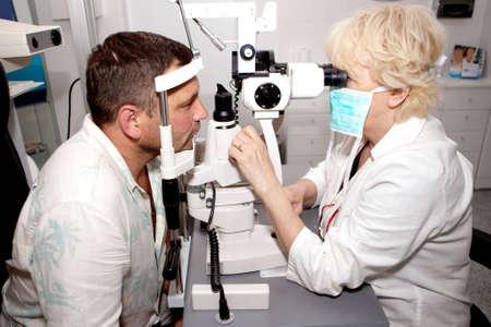 examenes de laboratorio: Examinar en cl�nica de oftalmolog�a