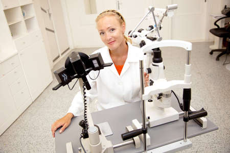 diopter: Profesional de la salud femenina