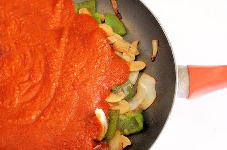spaghetti saus: Spaghetti saus & groenten In koekepan