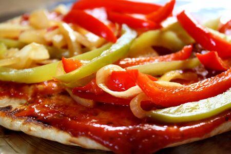 pita bread: Pita Bread Pizza With Veggies