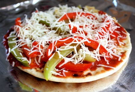 vegetable tin: Pita Bread Pizza - red peppers, green peppers and mozzarella cheese Stock Photo