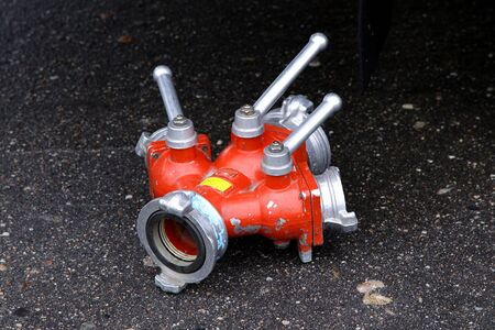 firemen equipment water foam pipe splitter valve