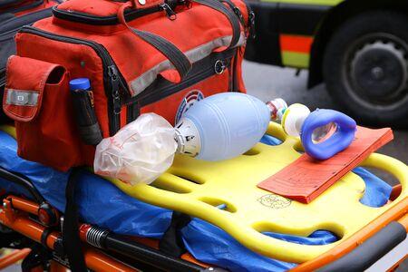 Máscara de respiración para los deportes de emergencia de la ambulancia de la rueda de aterrizaje Foto de archivo - 86758780