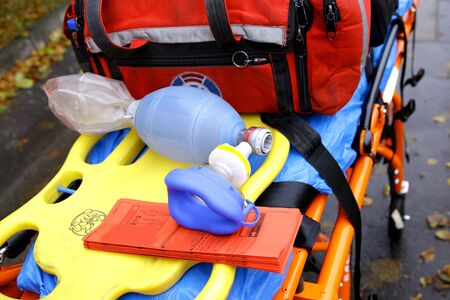 Máscara respiratoria para ambulancias de emergencia Foto de archivo - 86673884