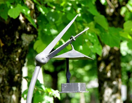 metal stark forgery art bird feeder 스톡 콘텐츠