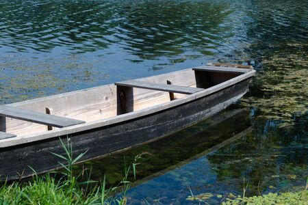 Old wooden boat on a river 写真素材 - 132047527