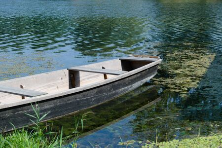 Old wooden boat on a river 写真素材 - 132047497