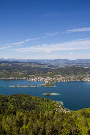 Uitzicht Vanaf observatietoren Pyramidenkogel Om Lake Woerth Stockfoto